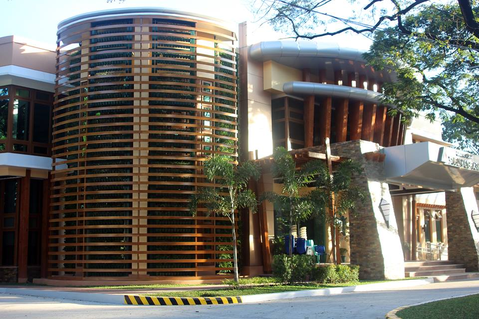http://quezoncity.com/000001a/000001b/qc+links/picture/quezon+city+public+library+01.jpg